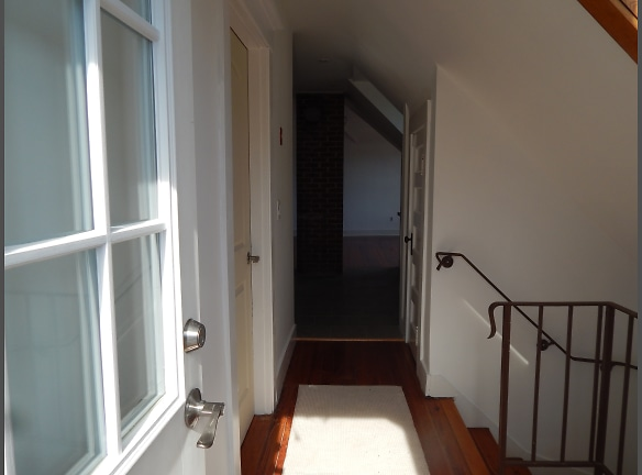 616 Whalley - Hall looking into kitchen.JPG