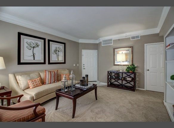 Large living room space perfect for entertaing