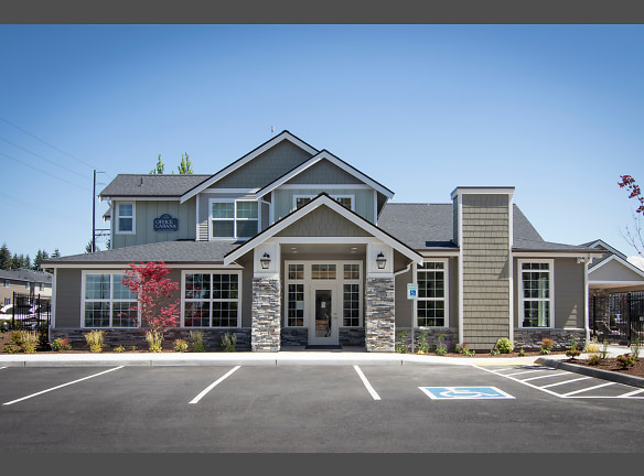 Luxurious Living Area - Puyallup Rentals - Silver Creek Apartments