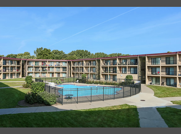 Courtyard Apartments - Pool Area