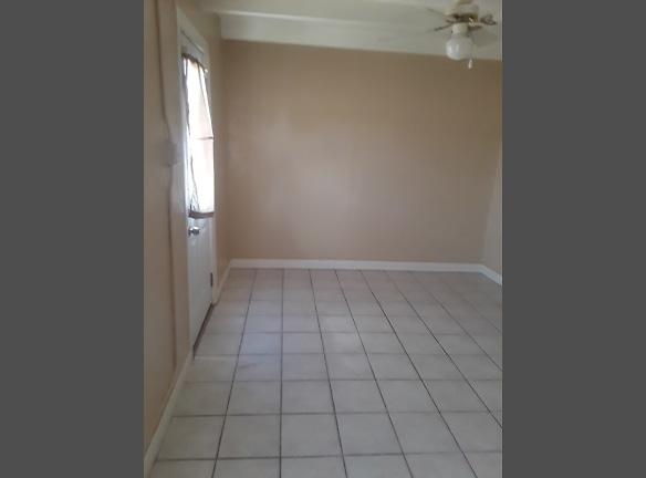 college apt8 livingroom.jpg