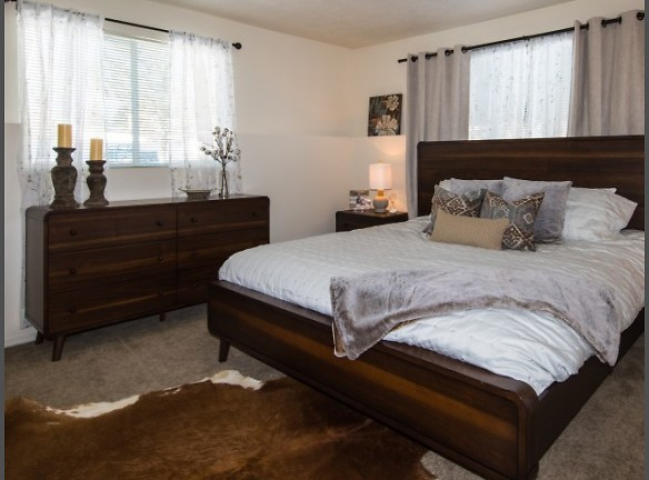 Rooms that will fit a KING and more