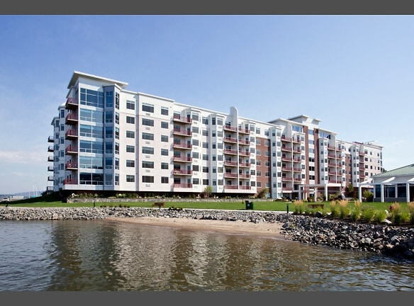 Harbor Square - Living at the Hudson River's edge
