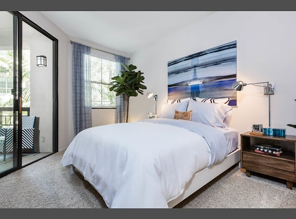 Luxury Mission Valley, CA Apartments - The Promenade at Rio Vista Bedroom