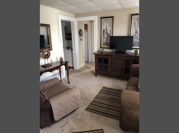 1086 4 Living Room.jpg