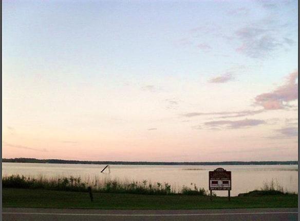 "Sunrise on 300"" Private Beach on Long Lake"