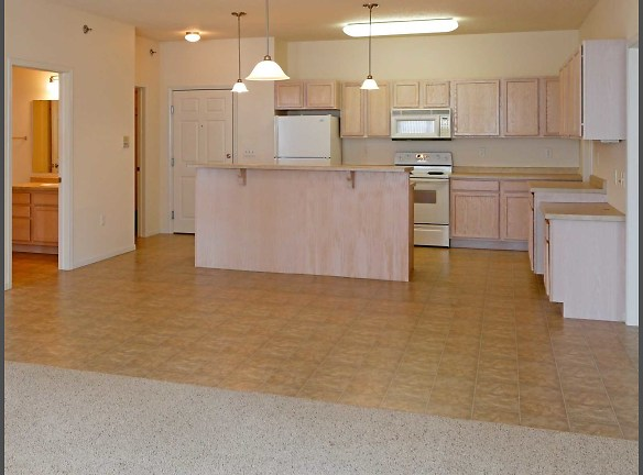 Old Orchard I-<BR>2 BD/2 BA Kitchen/Dining Room