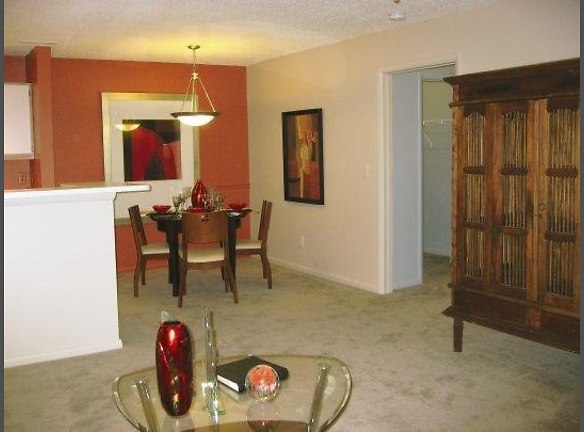 Dining Area at the Oak Pointe Apartment Homes in Simpsonville , SC