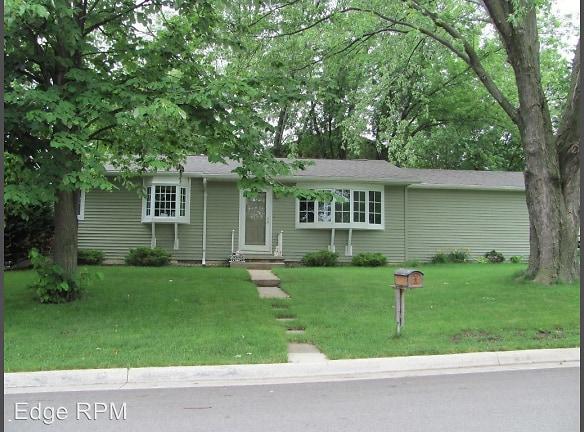 1405 Delta Dr Cedar Falls, IA 50613 - Home For Rent ...