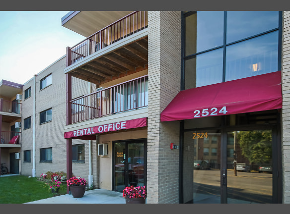 Courtyard Apartments - St. Louis Park, MN