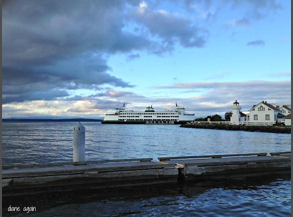mukilteo beach ferry lighthouse dock.jpg