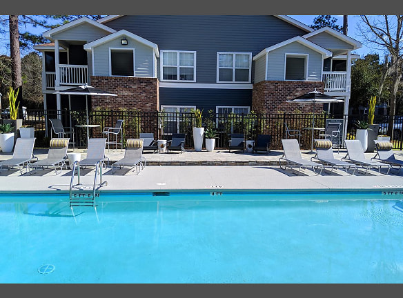 Take a dip in our resort-style pool with expansive sundeck.
