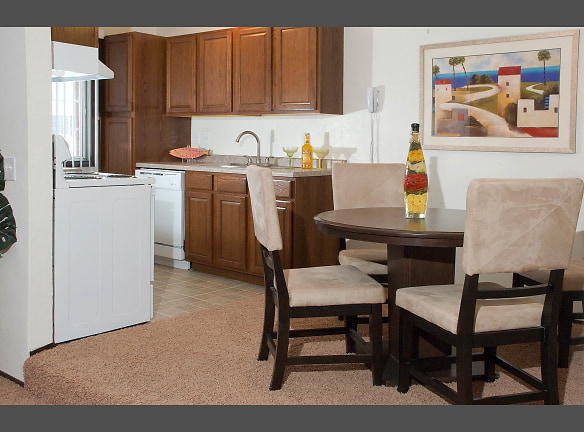 Georgetown on the River Apartments - Dining - Kitchen