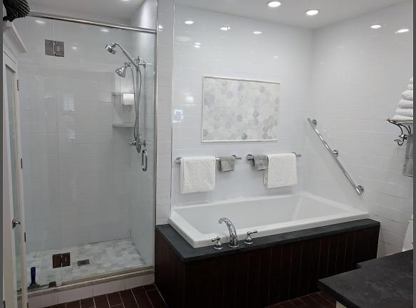 817A full bathroom tub and shower.jpg