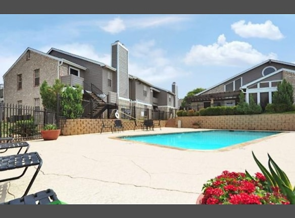 Sparkling Pool at Belmont Estates Homes Apartments in Arlington, TX