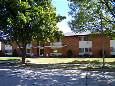 Layton crest apartments south 1st street milwaukee wi apartments for rent Cheap one bedroom apartments milwaukee wi