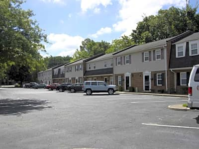Crossroads Townhomes 2604 A Townhouse Lane Chesapeake Va Apartments For Rent