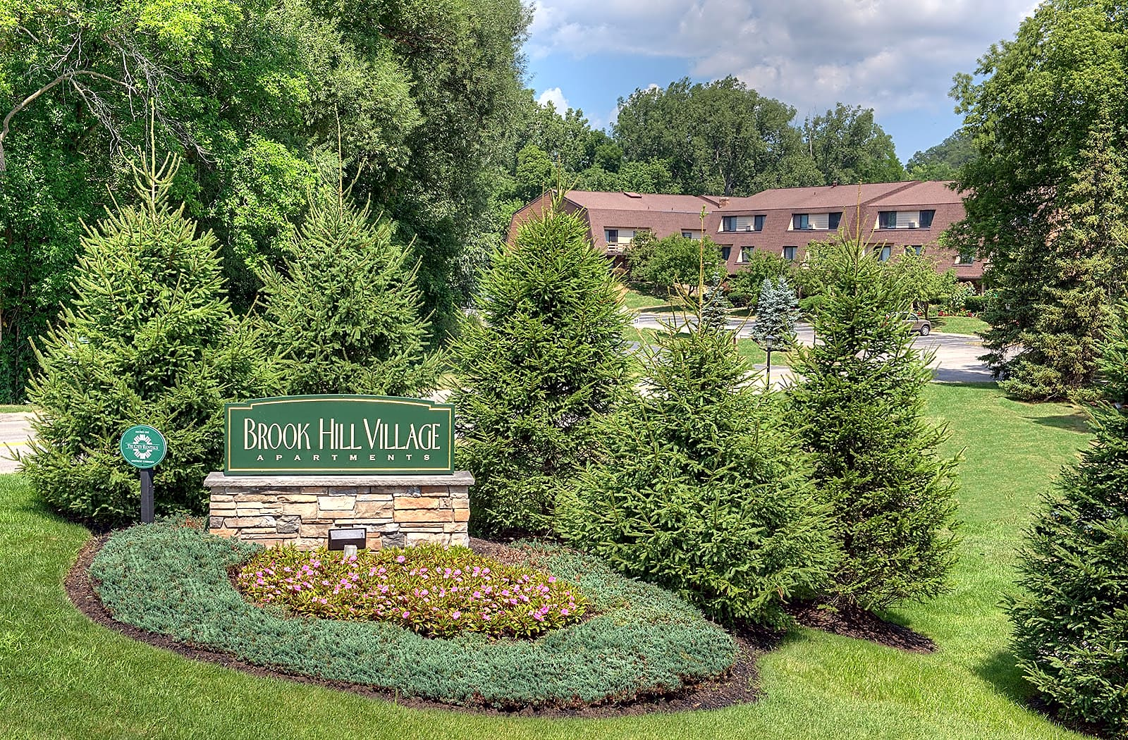Apartments Near Fisher Brook Hill Village Apartments for Saint John Fisher College Students in Rochester, NY
