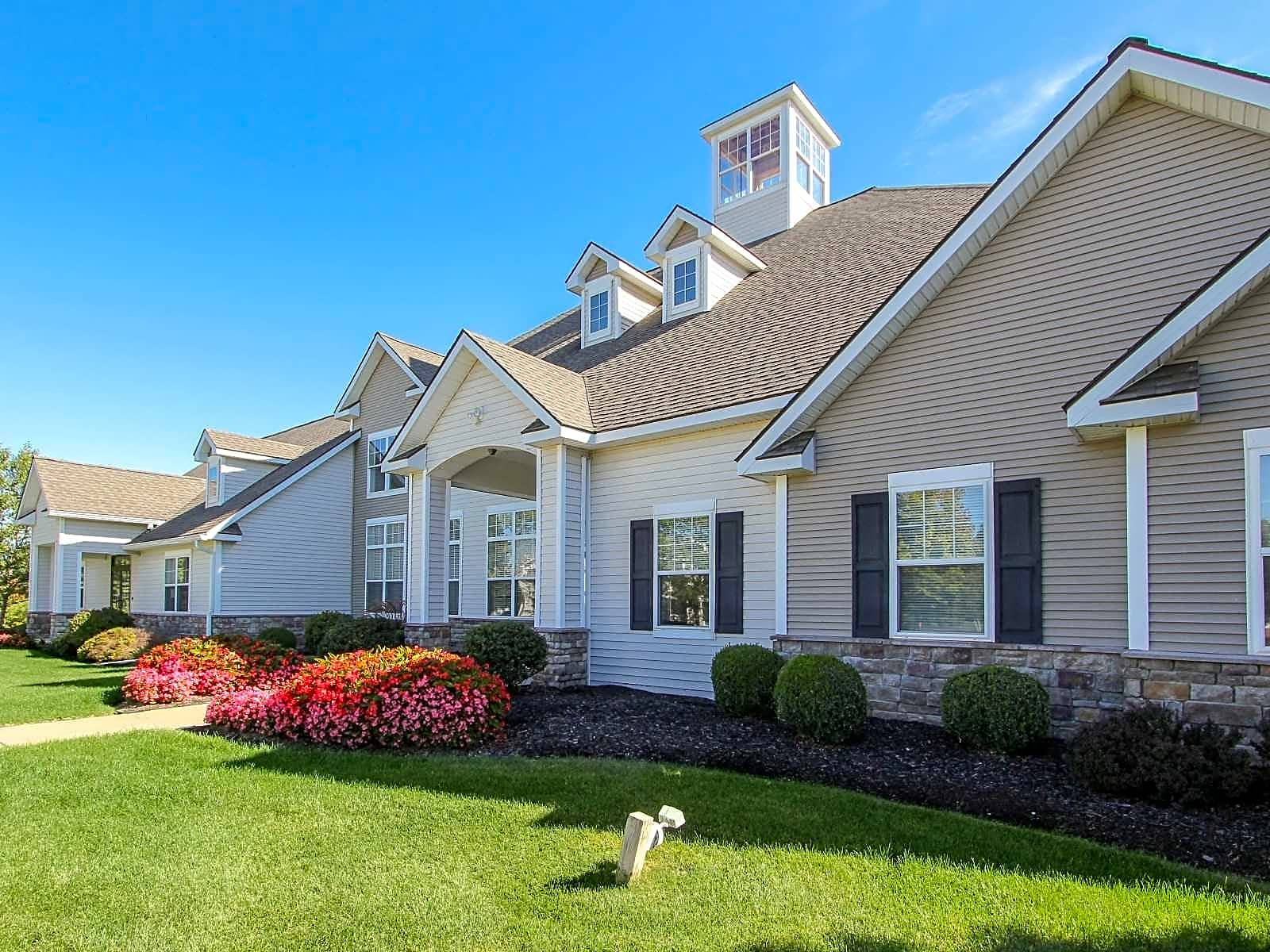 Apartments Near Skidmore Steeplechase at Malta for Skidmore College Students in Saratoga Springs, NY