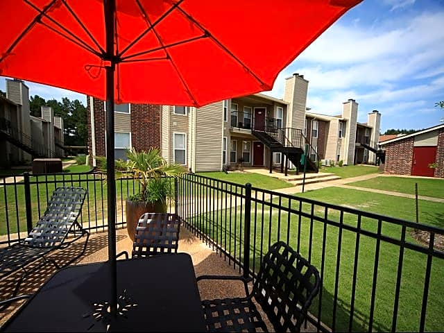 Sit back and relax at Oakbrook Apartments