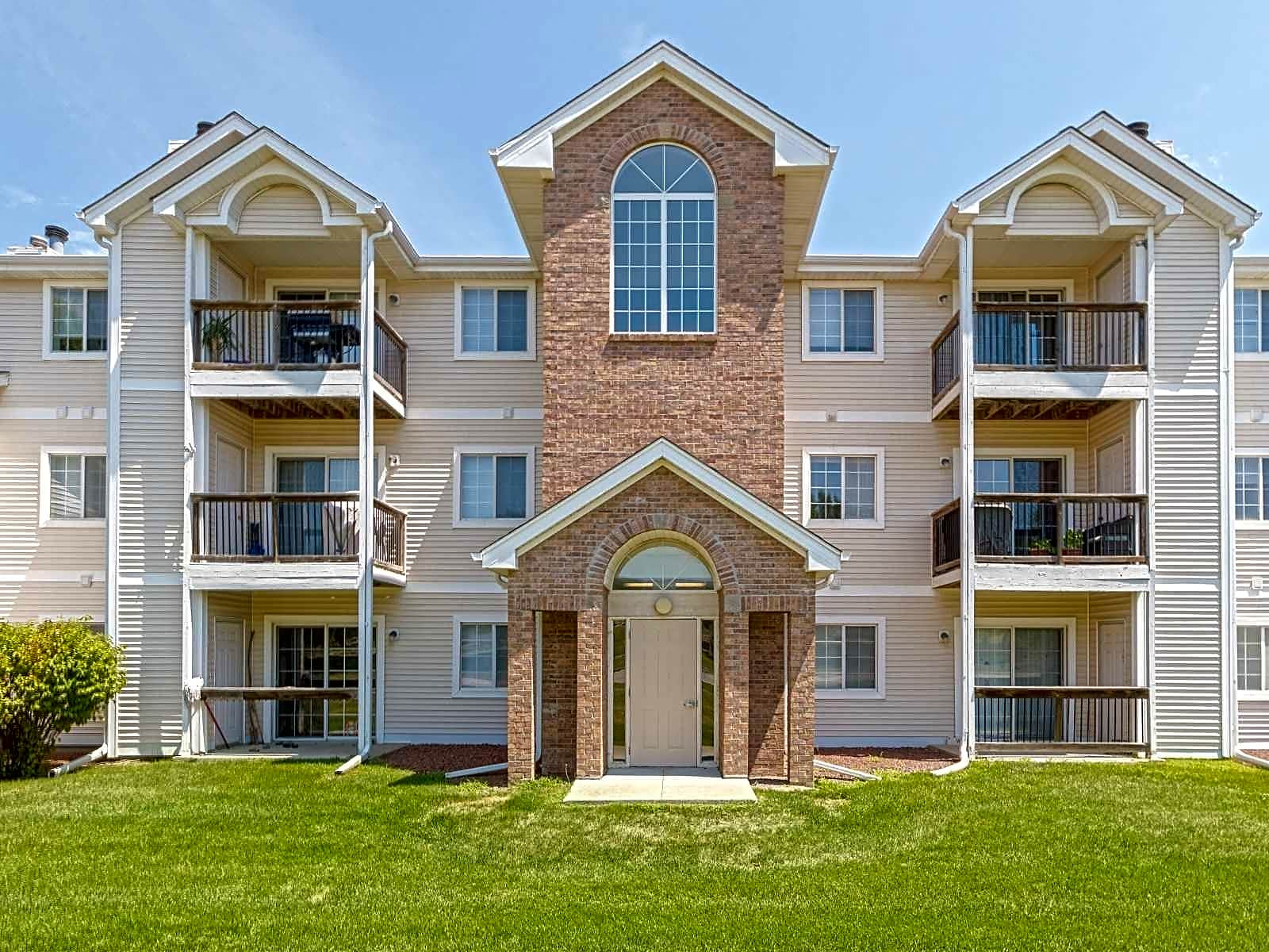 Apartments Near Aveda Institute-Des Moines Westbrooke Apartments for Aveda Institute-Des Moines Students in West Des Moines, IA