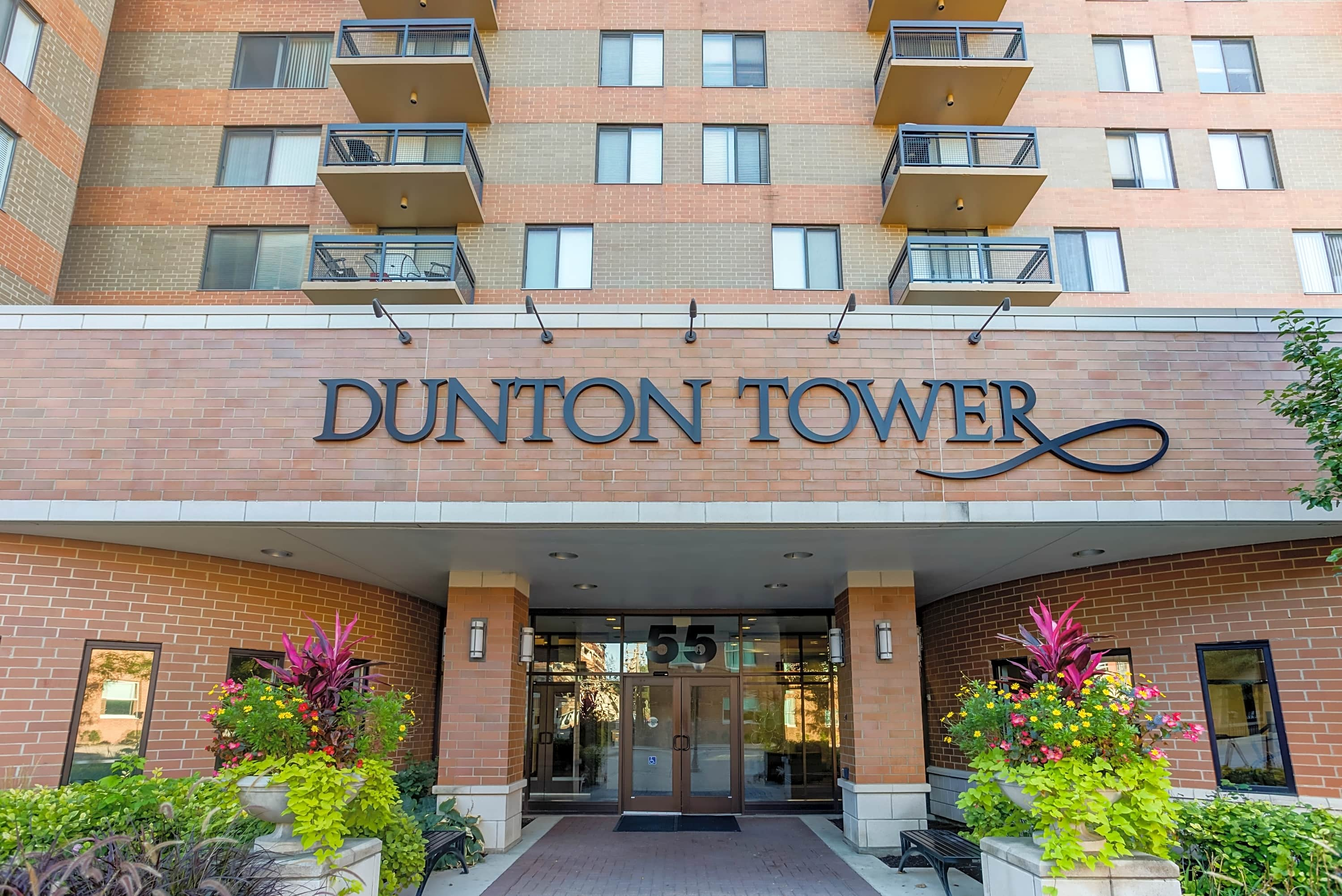 Dunton Tower Apartments - Arlington Heights, IL 60005