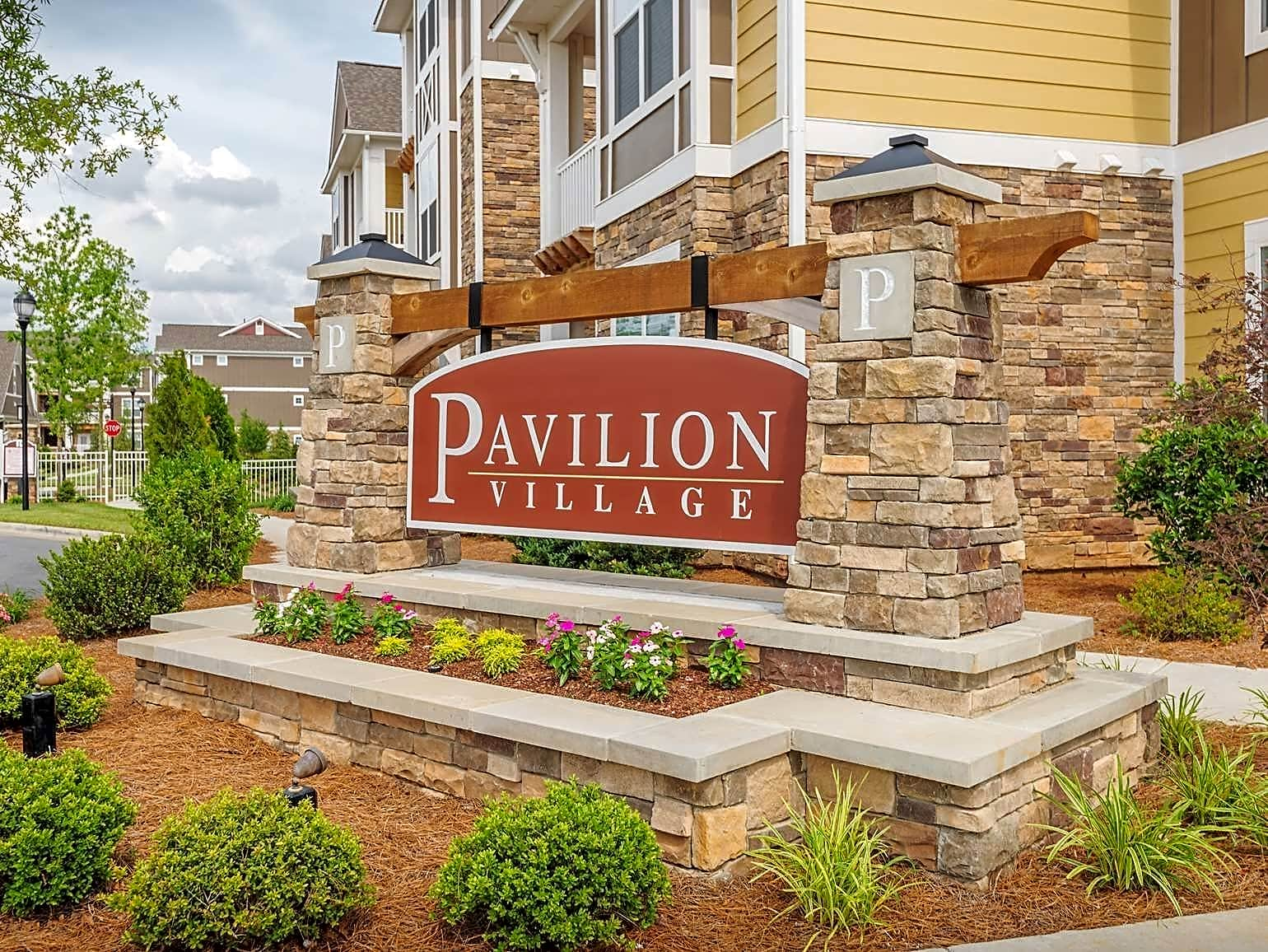 Apartments Near UNC Charlotte | College Student Apartments
