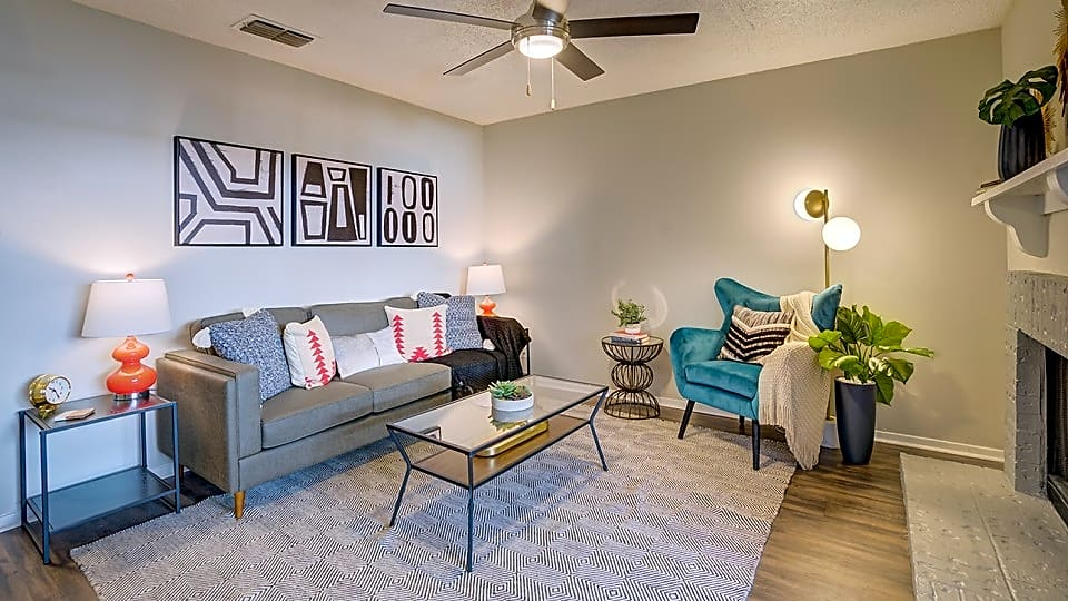 Apartments Near Midland College Renew at Polo Parkway for Midland College Students in Midland, TX