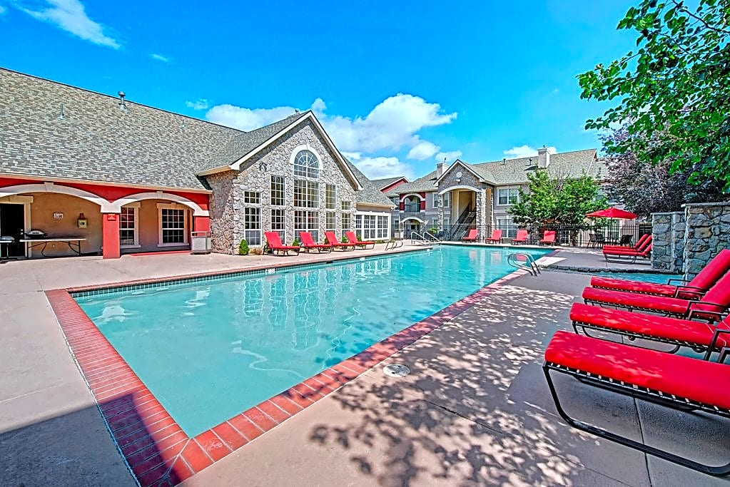 Camelback Pointe Swimming Pool
