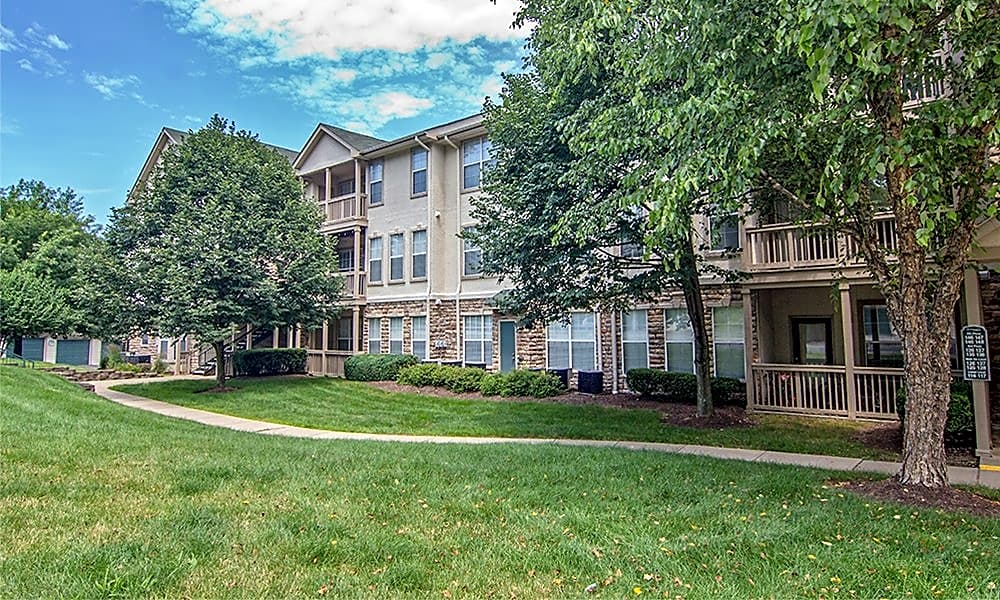 Apartments Near RMU Highlands of Montour Run for Robert Morris University Students in Moon Township, PA