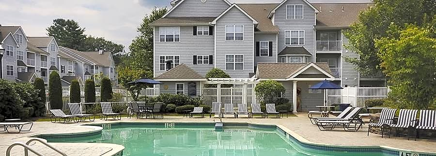 Apartments Near Merrimack Avalon Oaks and Oaks West for Merrimack College Students in North Andover, MA