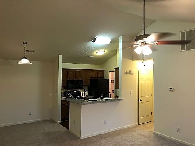 Apartments Near Davidson Huntersville Commons for Davidson College Students in Davidson, NC
