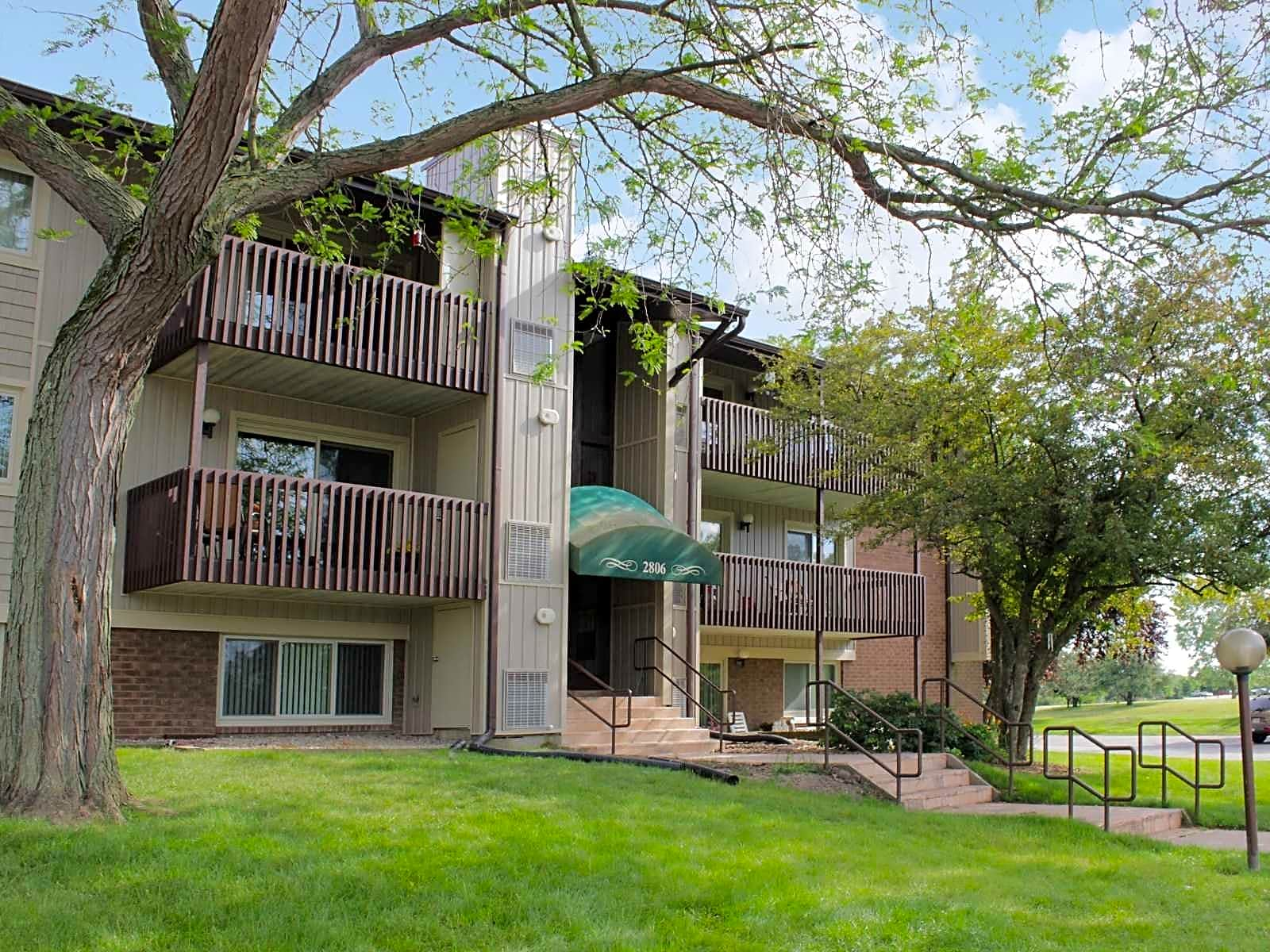 Apartments Near Purdue North Central Vale Park Village for Purdue University North Central Students in Westville, IN