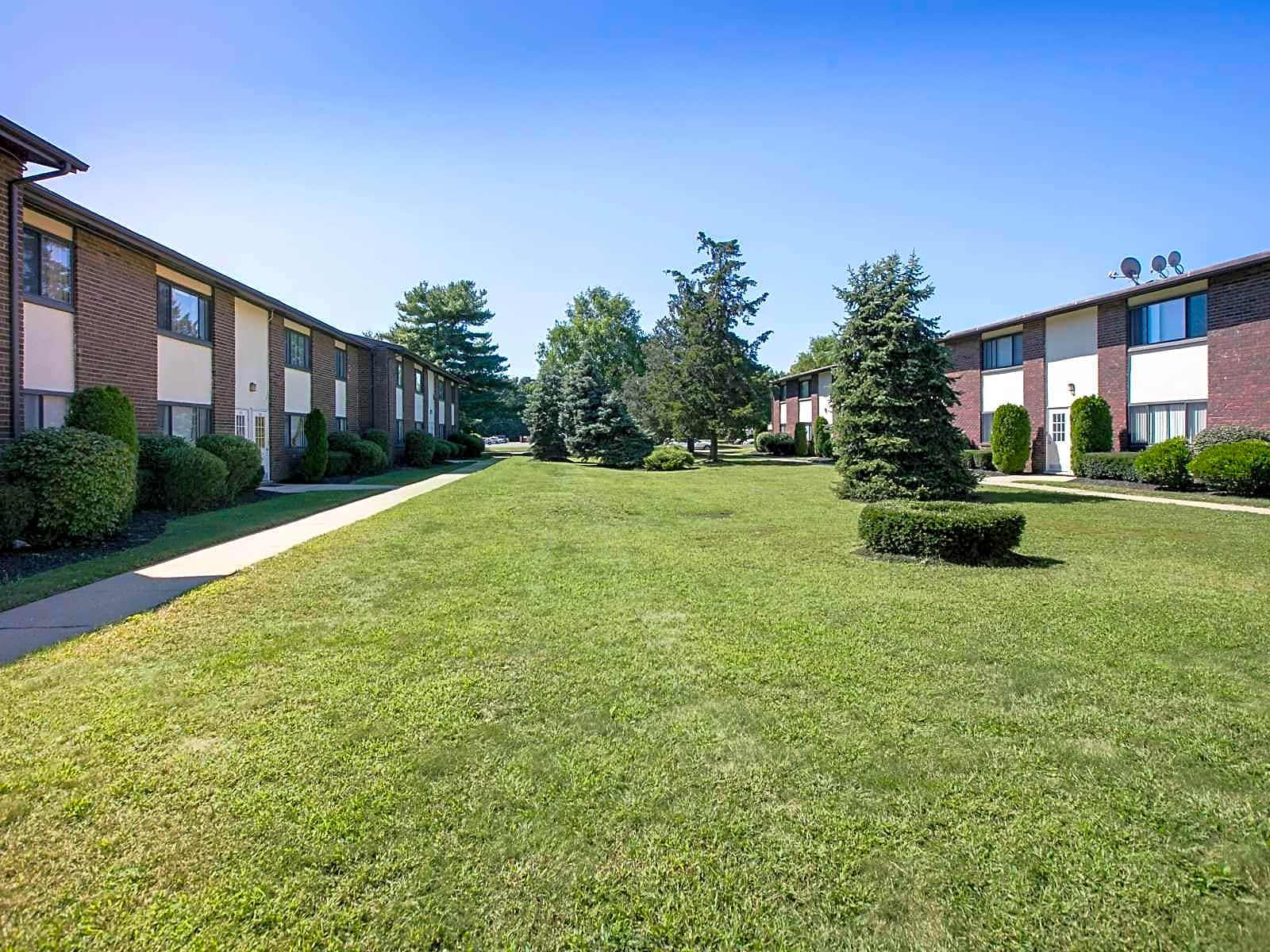 Country Living at Mapleview Apartments - Old Bridge, NJ 08857