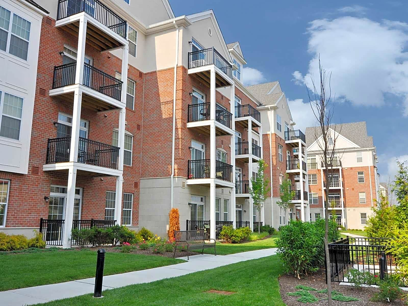 Apartments Near Rutgers Woodmont Station at Cranford for Rutgers University Students in New Brunswick, NJ