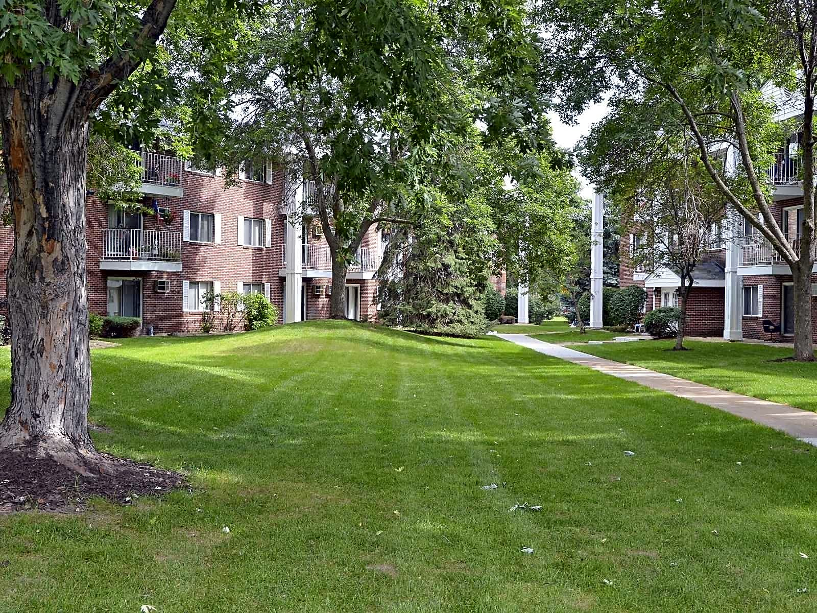 Photo: Coon Rapids Apartment for Rent - $1509.00 / month; 3 Bd & 2 Ba