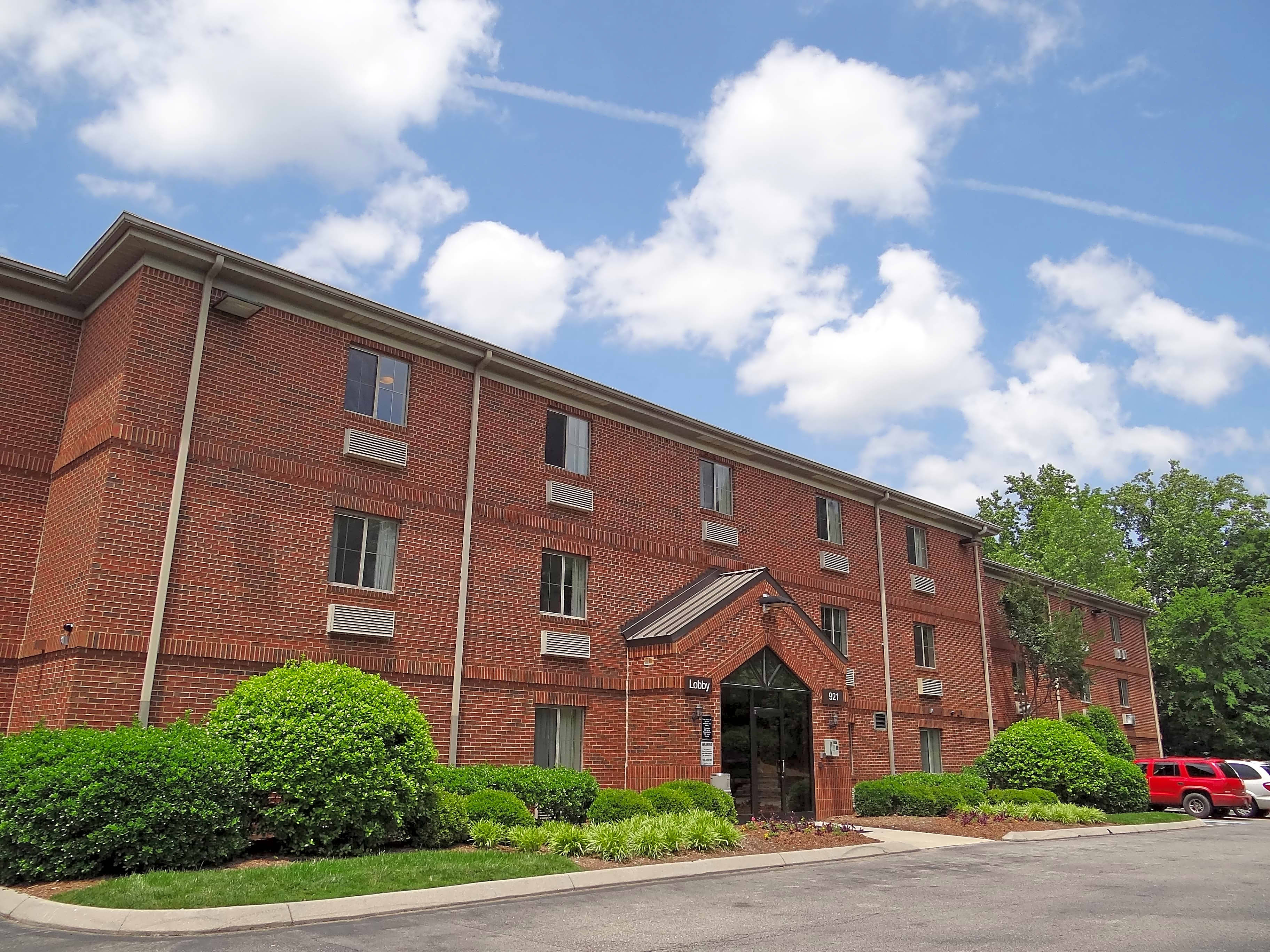 Apartments Near NC State Furnished Studio - Raleigh - North Raleigh - Wake Towne Dr. for North Carolina State University Students in Raleigh, NC