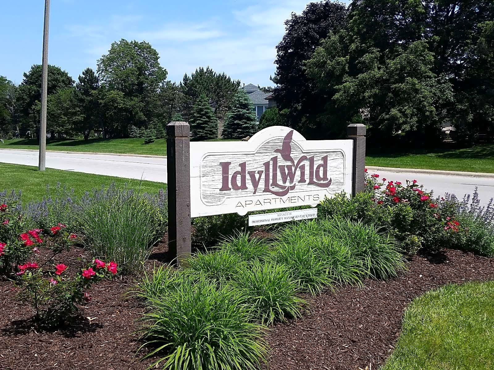 Apartments Near Lewis Idyllwild for Lewis University Students in Romeoville, IL