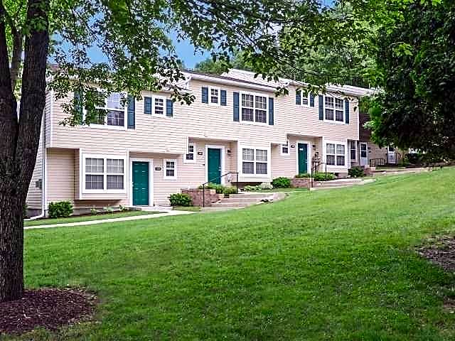 Apartments Near ESU Parktowne Townhomes for East Stroudsburg University of Pennsylvania Students in East Stroudsburg, PA
