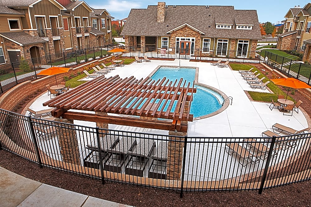 Apartments Near Lindenwood The Reserve at Fountainview for Lindenwood University Students in Saint Charles, MO