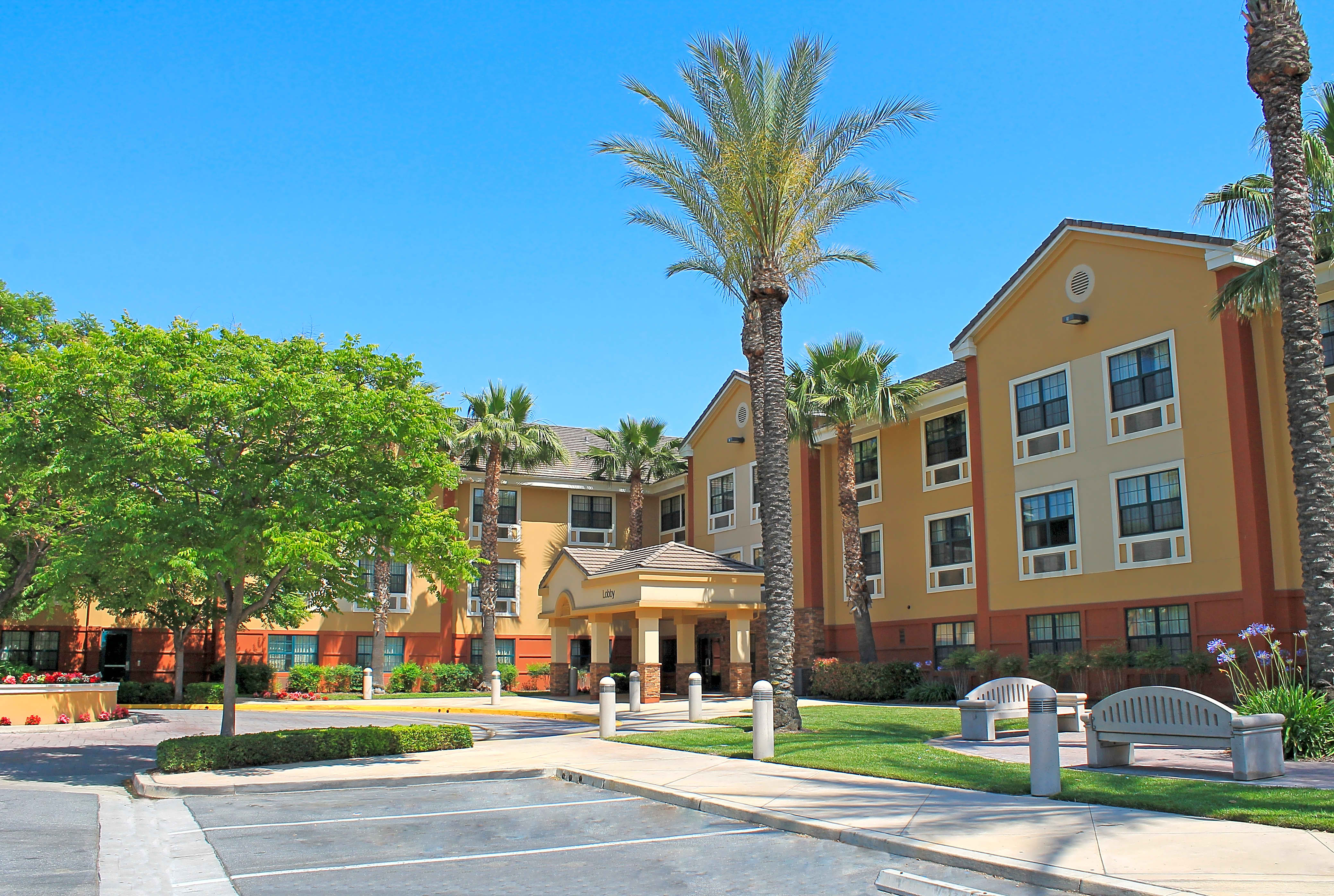Apartments Near Cal Poly Pomona Furnished Studio - Los Angeles - Ontario Airport for Cal Poly Pomona Students in Pomona, CA