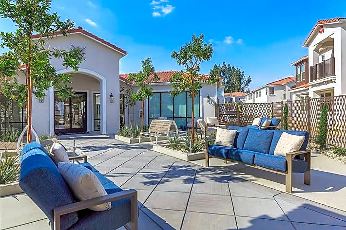 Apartments Near Fresno State Brookside Villas for California State University-Fresno Students in Fresno, CA