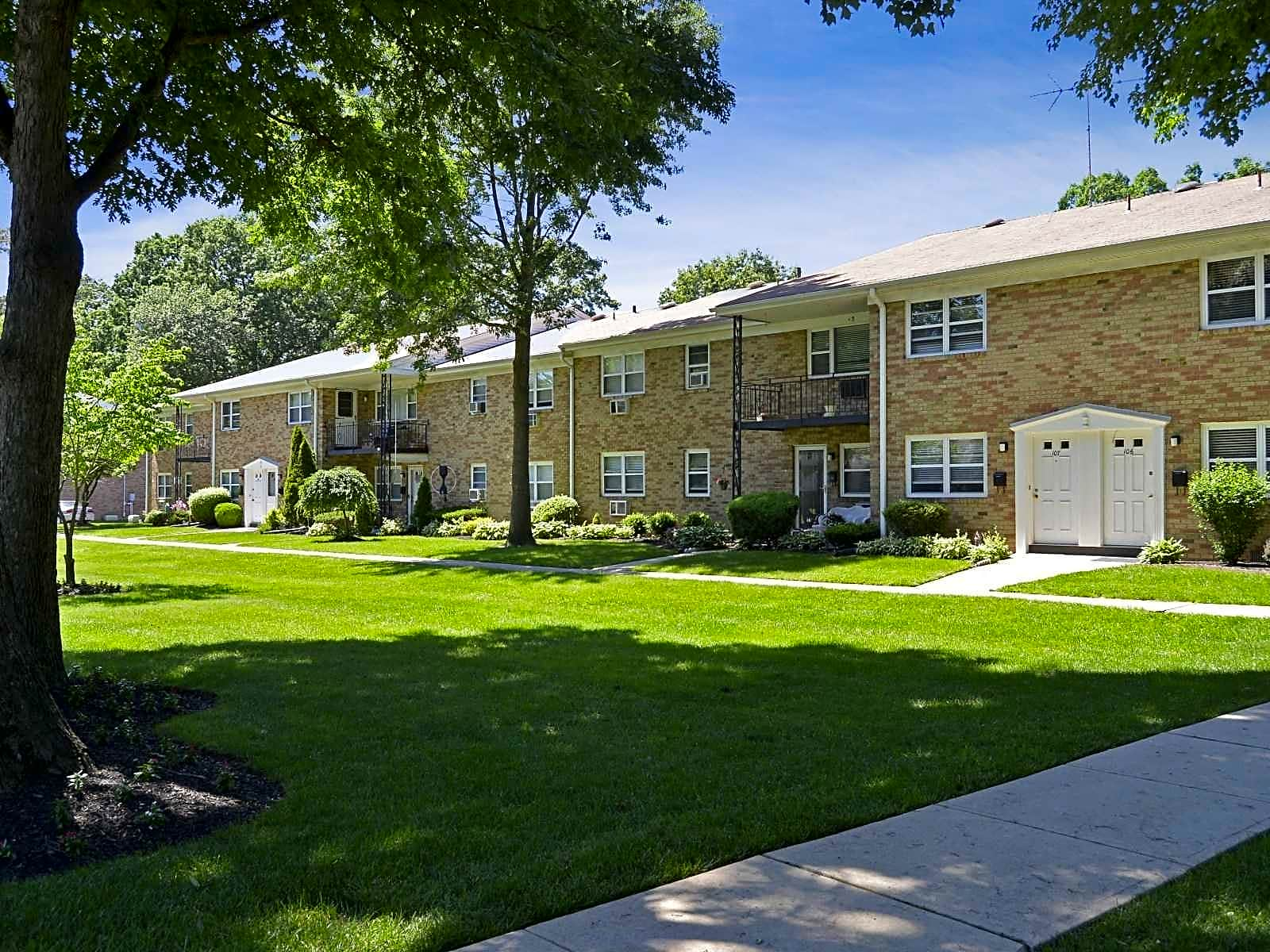 Apartments Near TCNJ Princeton Court for College of New Jersey Students in Ewing, NJ