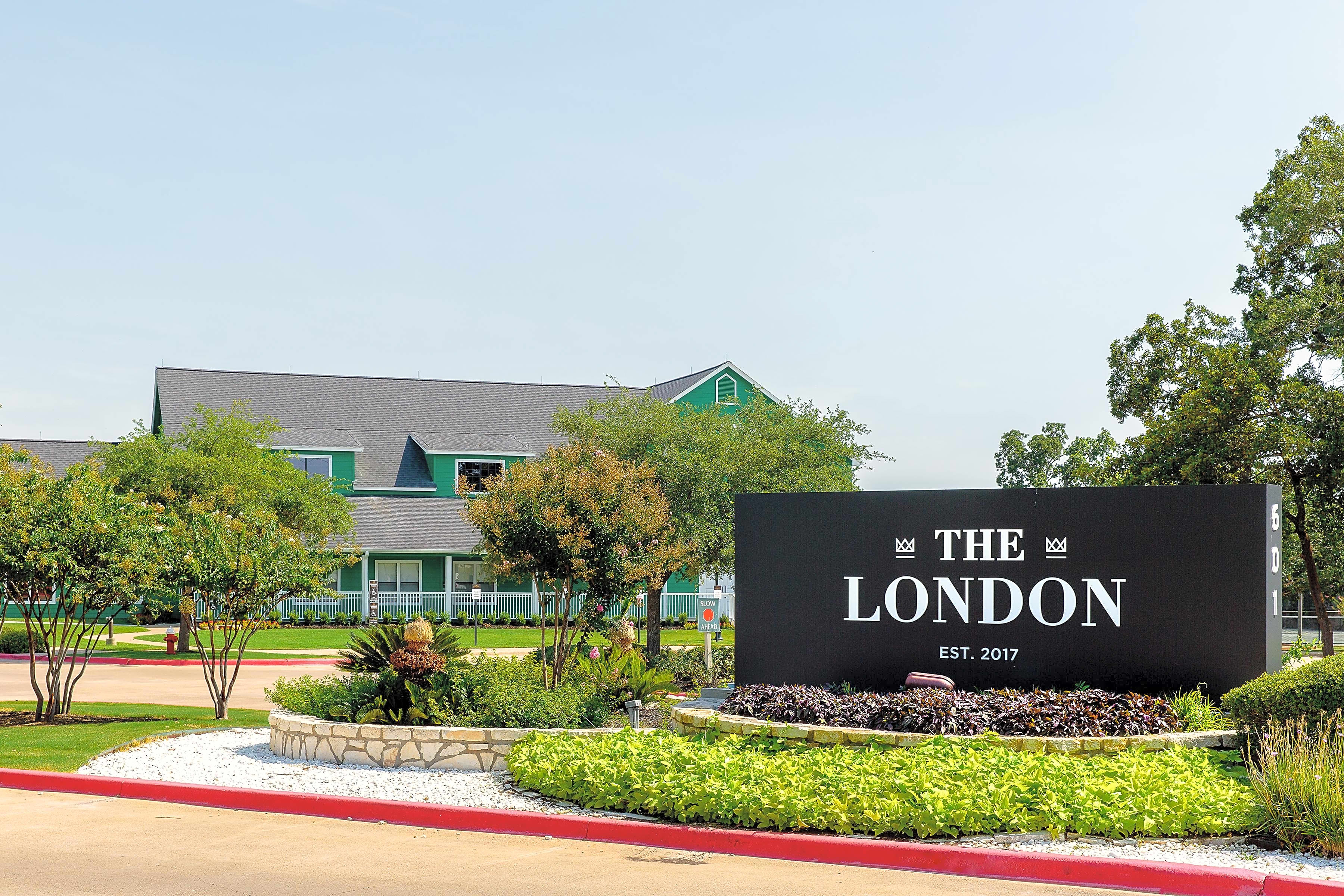 Apartments Near Texas A&M The London - Per Bed Lease for Texas A&M University Students in College Station, TX