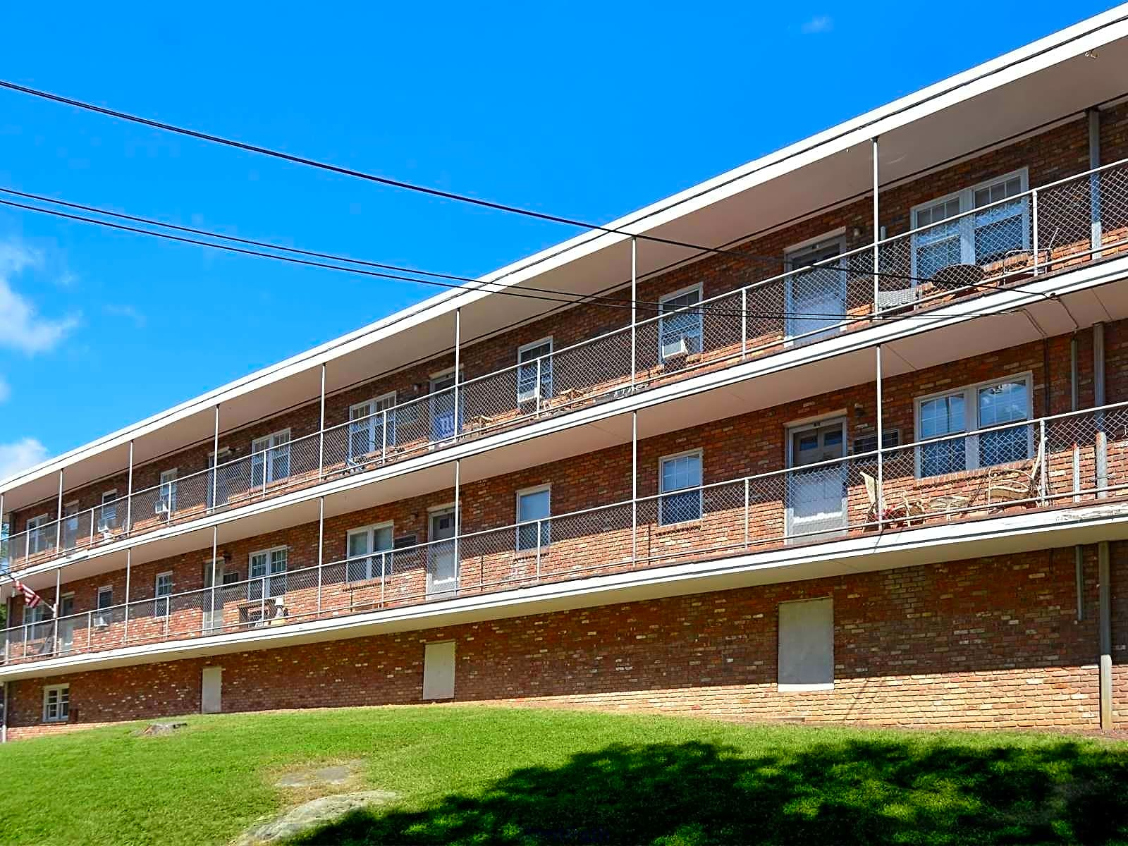 Apartments Near Ramapo Mountain Top Estates for Ramapo College of New Jersey Students in Mahwah, NJ