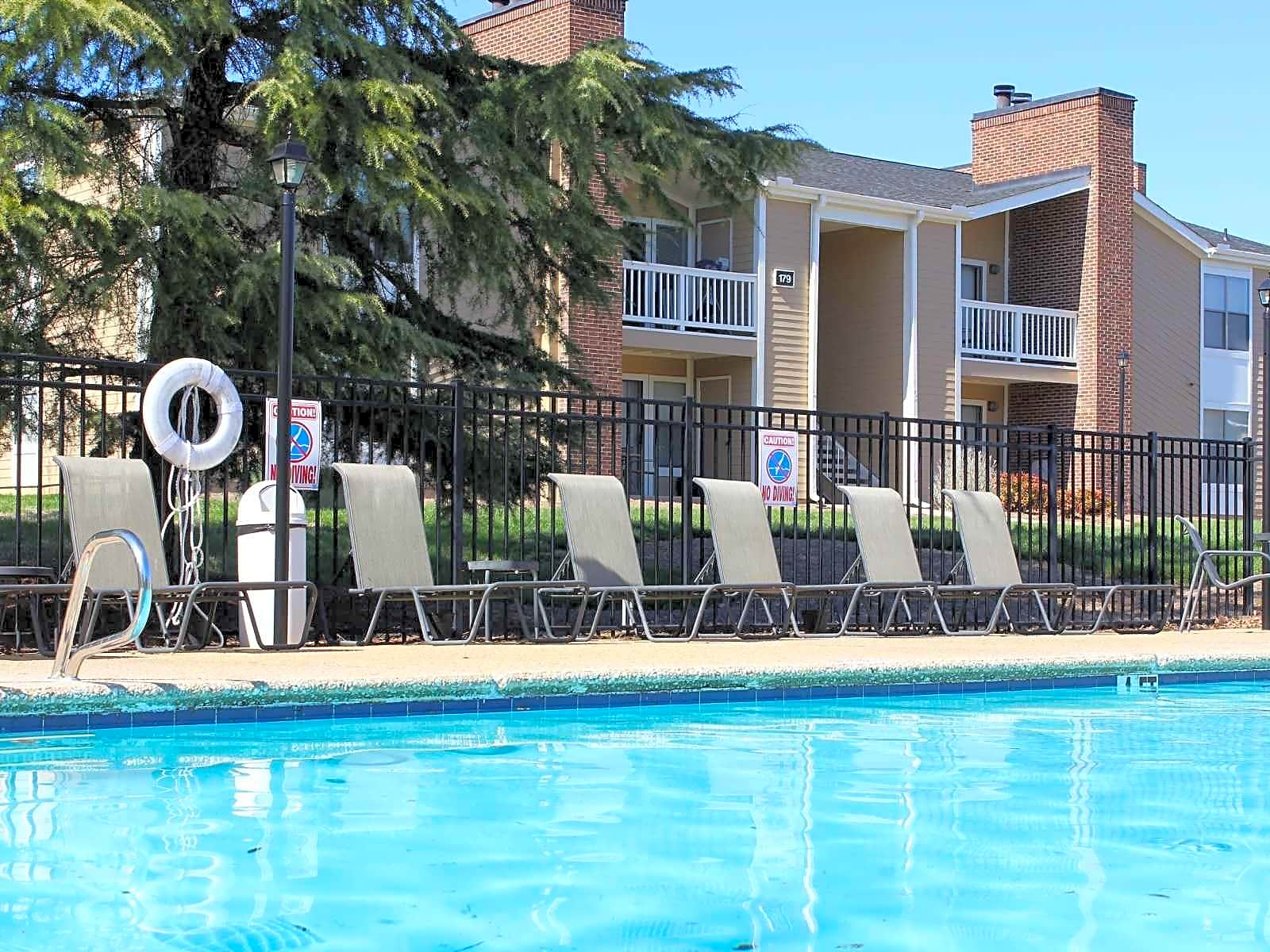 Apartments Near HPU Fox Hollow Apartments for High Point University Students in High Point, NC