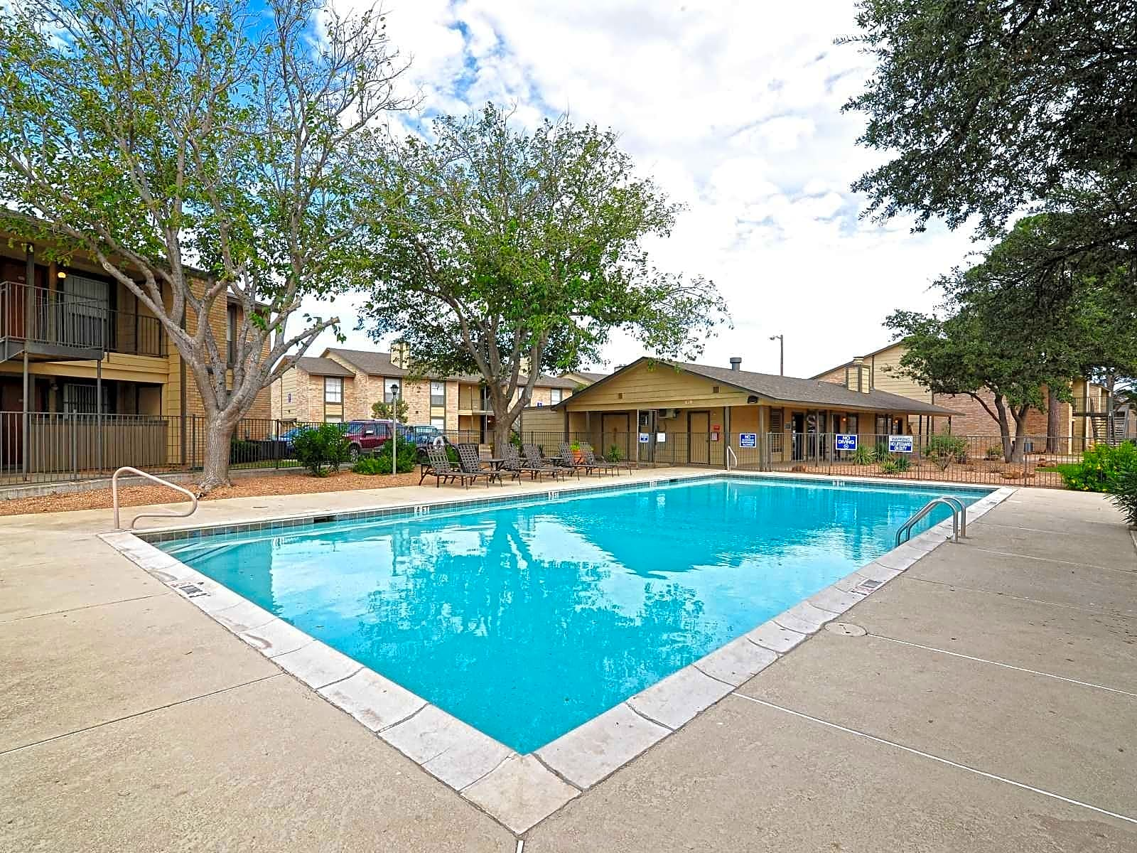 Apartments Near UTPB Woodview Apartments for The University of Texas of the Permian Basin Students in Odessa, TX