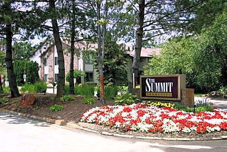 The Summit Apartments for rent in Farmington Hills