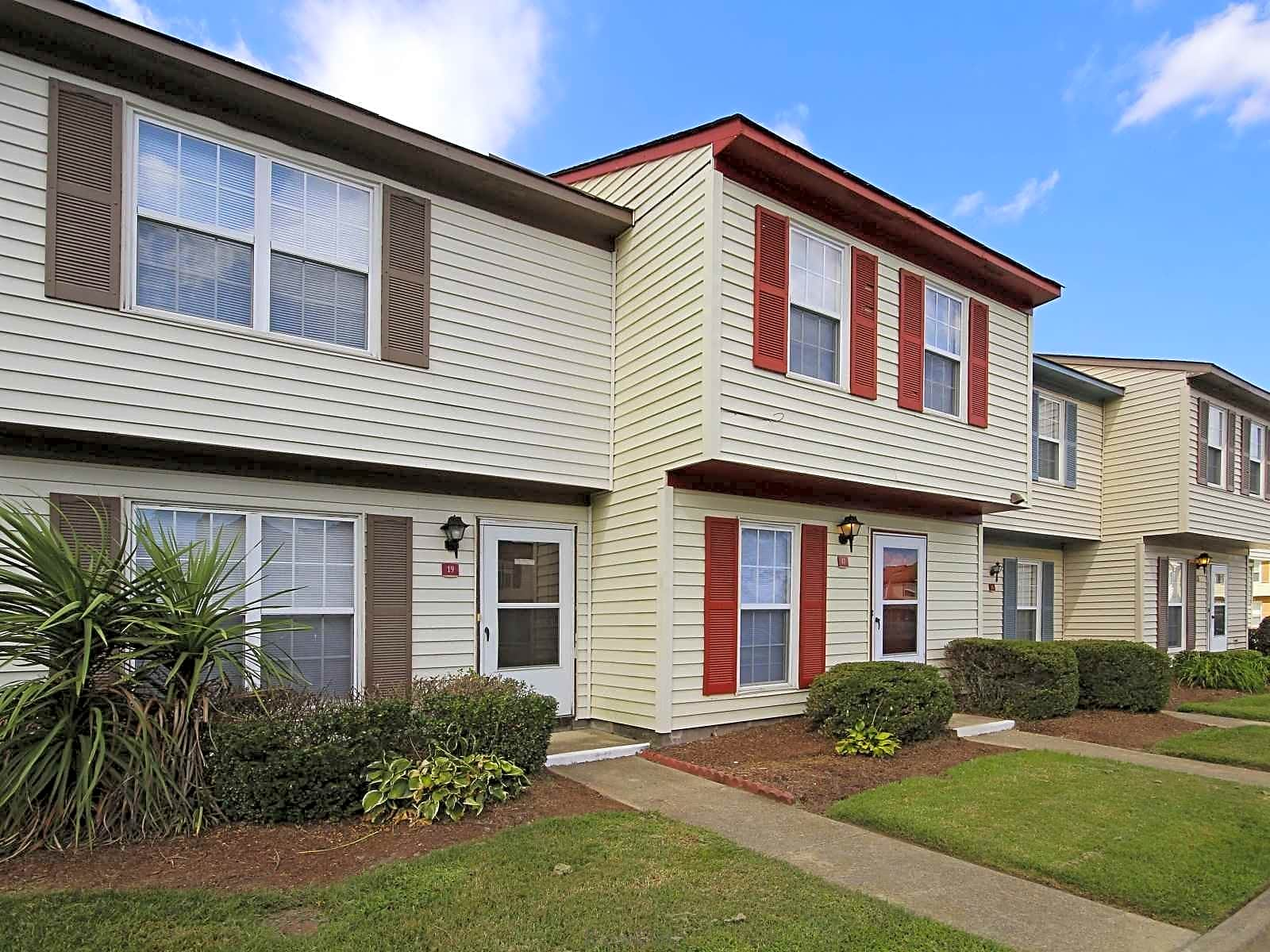 Pepperwood townhomes apartments portsmouth va 23703 for Pepperwood homes