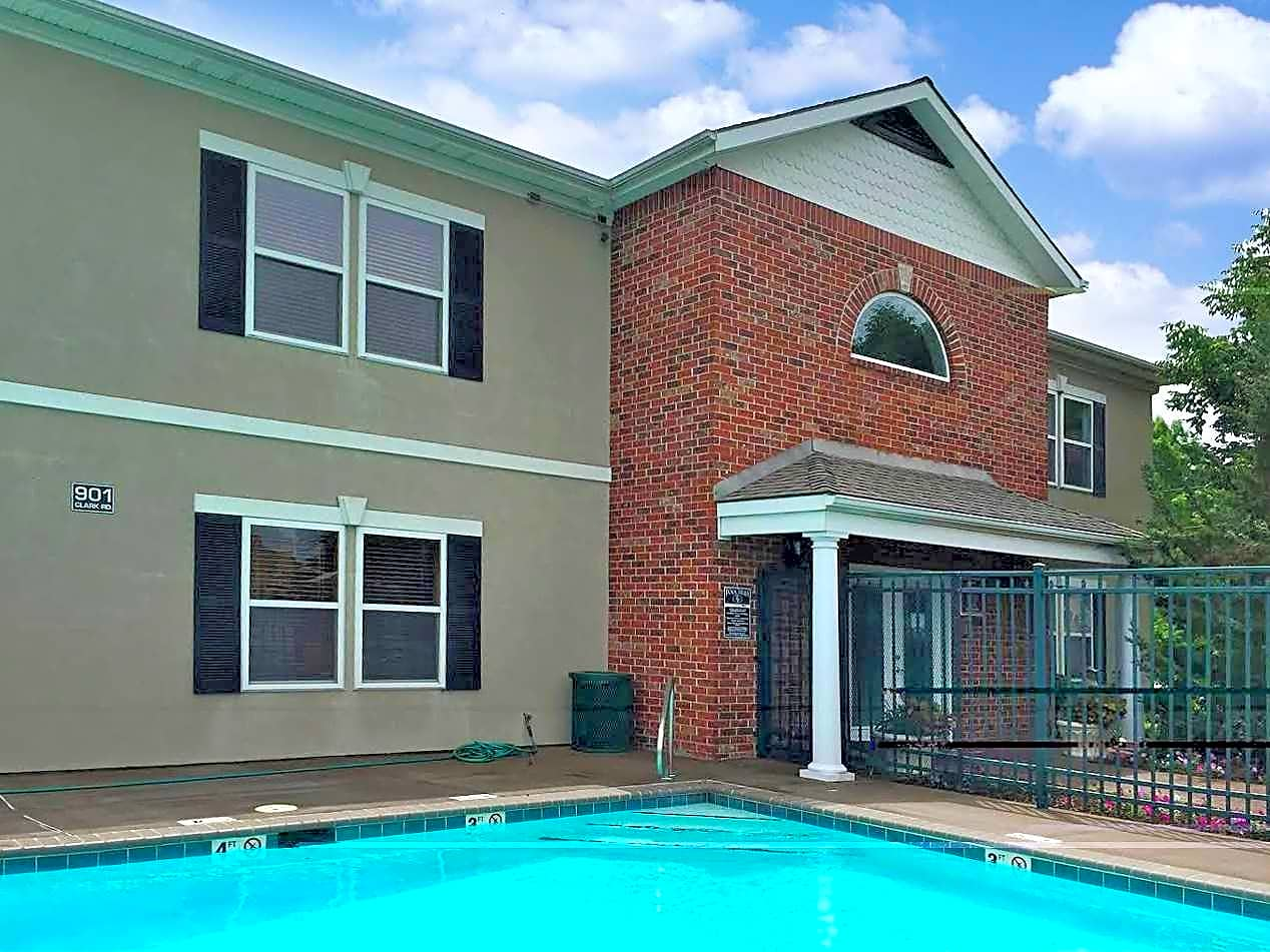 Apartments Near ITT Technical Institute-Kansas City City Homes At Fall Creek for ITT Technical Institute-Kansas City Students in Kansas City, MO